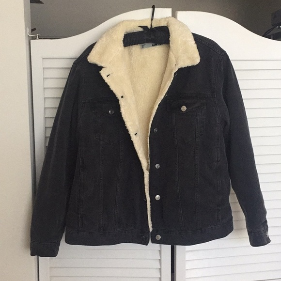 9705232471fe9 Jean jacket and white shepherd fur on inside. M 5a5a82636bf5a6eed84d6bd4